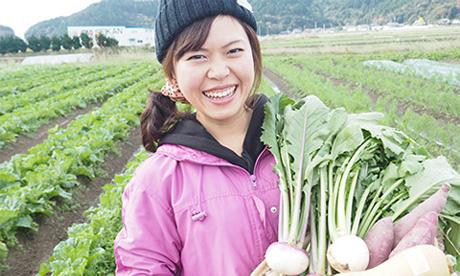 女性のためのアグリカフェ イメージ写真(野菜収穫の様子)