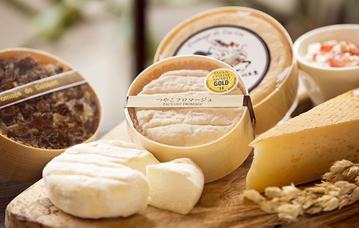 爽やかな酸味が特徴の「つやこフロマージュ」。熟成による変化を愉しんで。ラインナップが増え、近年は山羊のチーズや発酵バターも生産する。