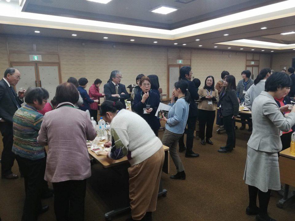 受講生のお米や野菜を使ったお料理を食べながらの異業種交流会